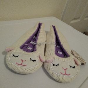 Size S NWT Lamb slippers